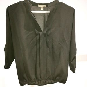 🍀3/$30 Monteau Los Angeles  V neck black blouse